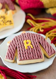 Use twisted marshmallow fondant to make Harry Potter-themed Christmas Sweater Cookies.