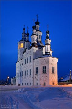Fantasyhouse: A Totma church in Totma in Russia in Russian Federation, Churches, monastery and mosques Russian Architecture, Church Architecture, Beautiful Architecture, Beautiful Buildings, Beautiful Places, Cathedral Church, Chapelle, Place Of Worship, Kirchen