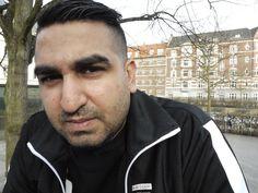 EX-KRIMINEL. Jan Mansur Hussain mener, at det er vigtigt, at politibetjente taler med de lokale, for det skaber tryghed. På billedet ses han i sit barndomskvarter på Frederiksberg, hvor hans gruppe ofte har holdt til. - Foto: ASEM ELGHIOUANE