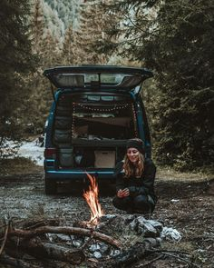 "3,136 Me gusta, 68 comentarios - Viktoria & Michael (@bluemoonthecrew) en Instagram: ""Make sure to marry a girl who knows how to build a campfire 🔥😋 _ _ _ _ #bluemoonthecrew #vanlife…"""