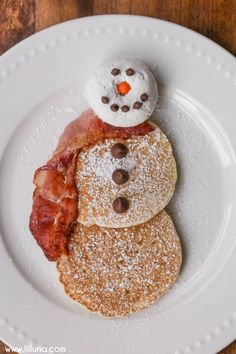 EASY Snowman Pancakes - the perfect idea for the kids on Christmas morning and one they can help make too!