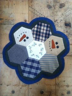 """Winter Quilting snowman mat...Follow this blog post to """"Free Quilts Info"""" for the link to oodles of free patterns, inspiration & tutorials by various well-known quilters. ❤❤❤"""