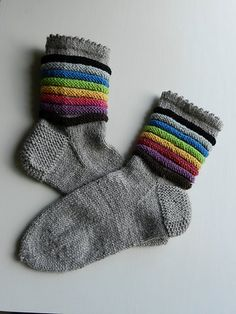 think how many colorways one could create! Crochet Socks, Knitting Socks, Hand Knitting, Knitting Patterns, Knit Crochet, Crochet Patterns, Rainbow Socks, Wool Socks, Happy Socks