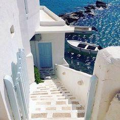Sikinos island, Greece... #sikinos #greekislands #greece Η «μικρή κυρία» των Κυκλάδων: Το νησάκι των 300 κατοίκων με την σπάνια ομορφιά που λάτρεψε και ύμνησε ο Ελύτης