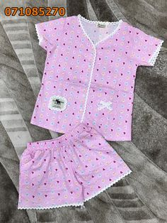 Bộ đồ mặc nhà mặc nhà quần đùi kate in hình Kids Nightwear, Girls Sleepwear, Girls Pajamas, Pajamas Women, Baby Frocks Designs, Kids Frocks Design, Baby Girl Dress Patterns, Baby Girl Dresses, Cotton Frocks For Girls