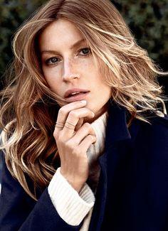 La top model Gisele Bündchen sigue siendo un ícono de la moda por donde quiera que se le mire. En su amplia carrera ha sido imagen de marcas como Versace, Ralph Lauren, y H&M demostrando que es una mujer multifacética y con la experiencia necesaria para mantenerse activa en las pasarelas…