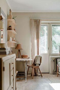 Stockholm Apartment, Attic Apartment, Parfait, Lovely Apartments, Scandinavian Apartment, Vintage Cabin, Paint Colors For Living Room, Decoration Design, Slow Living