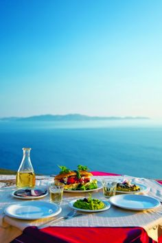 Third largest in the Cyclades archipelago, Tinos really has room for everyone: beach-partying youths, romantic couples, folklore admirers, Mediterranean foodies, religious pilgrims, marine-sports types, nature-loving types, art lovers and families with children!