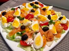 Najlepsze przepisy na sałatki! - Blog z apetytem Fish Salad, Healthy Salad Recipes, Fruits And Veggies, Caprese Salad, Catering, Clean Eating, Good Food, Food And Drink, Cooking Recipes