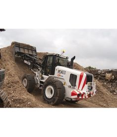 Specialist waste and recycling company Dunmow Waste Management has added a JCB 457 HT Wastemaster wheeled loader to its growing fleet, to ha...