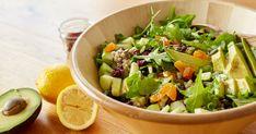 Cette salade repas de roquette , sarrasin, pommes, canneberges et avocats va combler toute la famille, au dîner comme au souper!
