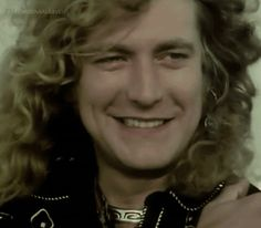 click on for gif - Robert Plant's smile!!