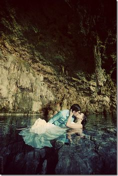 Considering that I dont want to keep my wedding dress, I wouldn't mind doing a Trash the dress photo shoot