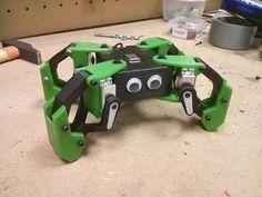 Robot cuadrúpedo programado con Arduino con 8 servos e impreso en 3D, totalmente de código abierto, ¿te animas?
