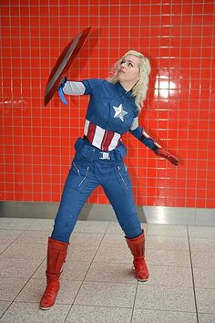 Rule 63 Captain America ~ Cos Play / London Super Comic Con    I don't usually like girls cosplaying a male hero, but this looks