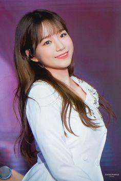 South Korean Girls, Korean Girl Groups, Korean Beauty Standards, Eyes On Me, Girl Artist, Popular Music, Electronic Music, Beautiful Asian Girls, Girls Generation