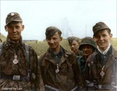 """SS-Panzergrenadiers Sepp Bund, Klaus Schuh and Günther Hamel of Regiment 25 SS-Panzerdivision """"Hitlerjugend"""") on June 1944 near Caen/Normandy. German Soldiers Ww2, German Army, Military Photos, Military History, Raza Aria, Germany Ww2, German Uniforms, Ww2 Photos, Band Of Brothers"""