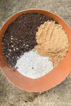 Learn how to make the perfect potting mix for succulents with just three ingredients! Succulent Soil Potting Mix – Maison de PaxWhen with . Potting Soil For Succulents, Repotting Succulents, Succulent Potting Mix, Succulent Planter Diy, Types Of Succulents, Growing Succulents, Succulent Gardening, Succulents In Containers, Cacti And Succulents