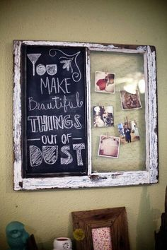 Old Rustic Window with Chalk Board and Chicken Wire for Photos DIY Old Window Projects, Craft Projects, Projects To Try, Project Ideas, Old Window Frames, Window Ideas, Window Panes, Creation Deco, Ideias Diy
