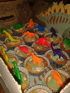 dino cup-cake
