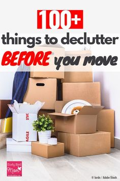 Moving Packing a house, apartment, or even downsizing can be super stressful, but if you declutter b Moving House Tips, Moving Home, Moving Day, Moving Tips, Moving Hacks, Declutter Home, Declutter Your Life, Declutter Bedroom, Move On Up