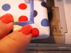 Tutorial: Susie's Magic Binding Adds a little something extra to the binding - very nice!
