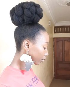 8 Ways to Rock Your Natural Hair in a Bun - Kinky Hair Rocks - . - 8 Ways to Rock Your Natural Hair in a Bun - Kinky Hair Rocks Protective Hairstyles For Natural Hair, Natural Hair Braids, Buns For Natural Hair, Black Hair Natural Styles, Box Braids Updo, Natural Hair Wedding, Natural Hair Blowout, Kid Braids, Natural Hair Types