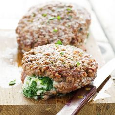 Spinach-Mozzarella Stuffed Burgers - Full of both flavor and color. Delicious and nutritious all in one!
