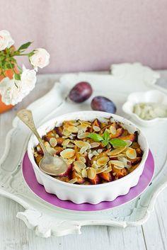 Kasza jaglana zapiekana w soku jabłkowym ze śliwkami i orzechami