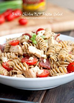 Pesto Chicken BLT Pasta Salad--perfect for summer bbqs! I added extra pasta and fresh mozzarella cheese. Side Dish Recipes, Pasta Recipes, Salad Recipes, Chicken Recipes, Cooking Recipes, Healthy Recipes, Yummy Recipes, Yummy Food, Blt Pasta Salads