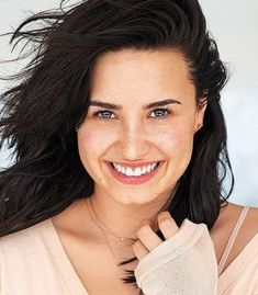 From glam to make-up free Demi Lovato Without Makeup, Demi Lovato Gif, Demi Love, Her Smile, My Princess, The Girl Who, American Singers, Woman Crush, Girl Crushes
