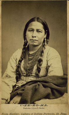 Portrait of U-Se-Do-Ha, a Sioux woman. Native American Pictures, Native American Beauty, Native American Tribes, Native American History, Native Americans, African Americans, American Symbols, Native Indian, Nativity