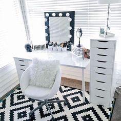 Via tumblr  #inspiration #interiordesign #interior #home #homedecor #homedesign #decor #decoration #instahome #instagood #bestoftheday #love #scandinaviandesign #vanity