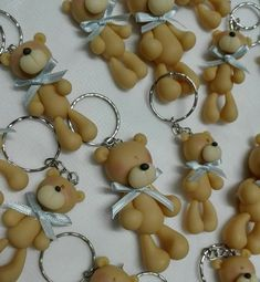 souvenirs Polymer Clay Crafts, Diy Clay, Polymer Clay Jewelry, Clay Bear, Pasta Flexible, Cold Porcelain, Diy And Crafts, Pottery, Creative
