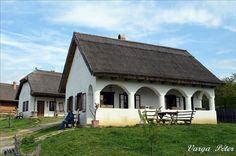 Bikal , Középkori élménybirtok . Hungary. Foto: Péter Varga Heart Of Europe, European House, Good House, Hungary, Countryside, Farmhouse, Exterior, Traditional, Architecture
