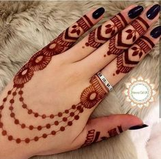 As the time evolved mehndi designs also evolved. Now, women can never think of any occasion without mehndi. Let's check some Karva Chauth mehndi designs. Back Hand Mehndi Designs, Finger Henna Designs, Simple Arabic Mehndi Designs, Mehndi Designs For Girls, Mehndi Designs For Beginners, Modern Mehndi Designs, Mehndi Design Photos, Dulhan Mehndi Designs, Mehndi Designs For Fingers