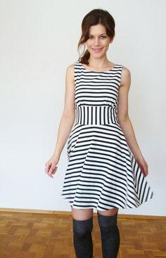 Schwarz-weißes Jerseykleid, gestreift // black and white-striped jersey dress via DaWanda.com
