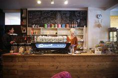 Café Röst.Art: Einblicke in das Café mit eigener Rösterei auf: http://www.coolibri.de/redaktion/gastro/cafes/alles-ein-bisschen-anders-im-cafe-roestart.html