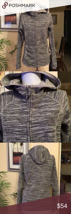 North face jacket 🧥 Cute warm comfort excellent condition jacket hoodie The North Face Jackets & Coats