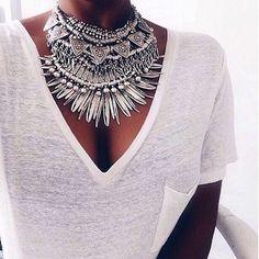 A designer de bijoux Dylan Lex possui colares boho incríveis