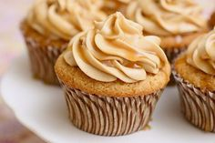 Triple Butterscotch Cupcakes Heat the oven to Line cupcake pans with paper liners. Ingredients for the cupcakes: 15 tbsp. butter, at room temperature cups plus 2 tbsp. Cookies Cupcake, Yummy Cupcakes, Caramel Cupcakes, Coffee Cupcakes, Butter Cupcakes, Filled Cupcakes, Cupcake Recipes, Dessert Recipes, Cupcake Ideas