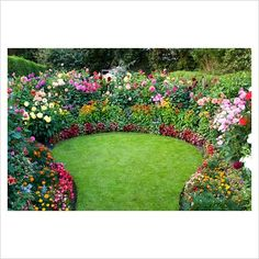 More spring ideas...Circular lawn with Dahlia borders...summer relaxation area!