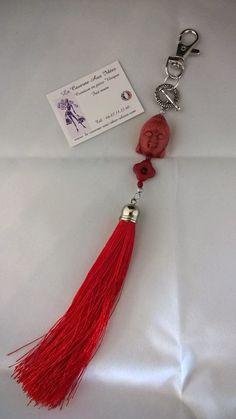 bijou de sac pompon rouge et bouddha