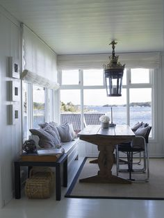 Love the bench - Norwegian house - architect and interior designer Geir Fossland and Elin . Coastal Living, Home And Living, Interior Exterior, Interior Design, Coastal Interior, Norwegian House, Plans Architecture, Cottages By The Sea, Dining Nook
