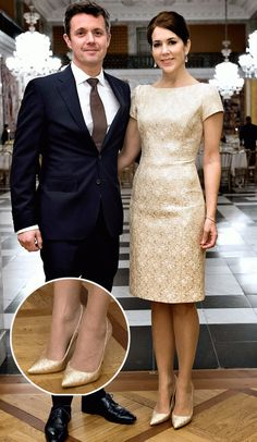 Saturday night, Crown Prince Frederik and Crown Princess Mary hosted a gala dinner at Christiansborg on the occasion of the Trilateral Commission meeting. The Crown Princess wore a Prada dress and Gianvito Rossi shoes. Crown Princess Victoria, Crown Princess Mary, Prince And Princess, Hollywood Fashion, Royal Fashion, Mary Donaldson, Denmark Fashion, Princess Marie Of Denmark, Golden Dress