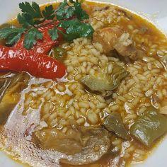 """Dieta sana con nutricionistas en Instagram: """"🍲ARROZ CALDOSO DE CONEJO Y BOLETUS 🍲 ¿Queréis probar un plato completo, rico e idal para estas fechas? Pues aquí tienes este platazo de…"""" Chana Masala, Curry, Ethnic Recipes, Instagram, Food, Dishes, Clean Diet, Rabbits, Dinners"""
