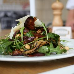 Italian Arugula Salad submitted by Rossio from the Netherlands on Watch out for high-quality ingredients. Food N, Good Food, Chicken Cordon Bleu, Arugula Salad, Carbohydrate Diet, Vegetable Salad, Grilled Chicken, Green Beans, Salads