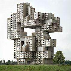 """Ein Haus gebaut wie früher das Computerspiel """"Tetris""""."""