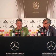 JETZT LIVE! Die Pressekonferenz vom DFB-Team mit Bastian Schweinsteiger - vor seinem allerletzten Länderspiel! Was wollt ihr von Schweini wissen? Schreibt es in die Kommentare, unser Reporter vor Ort gibt alles, ihm zumindest eine eurer Fragen zu stellen!