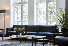 Skillebekk Midt i en av Oslos mest eksklusive gater New Homes, Couch, Living Room, Inspiration, Furniture, Room Ideas, Decorating, Home Decor, Design